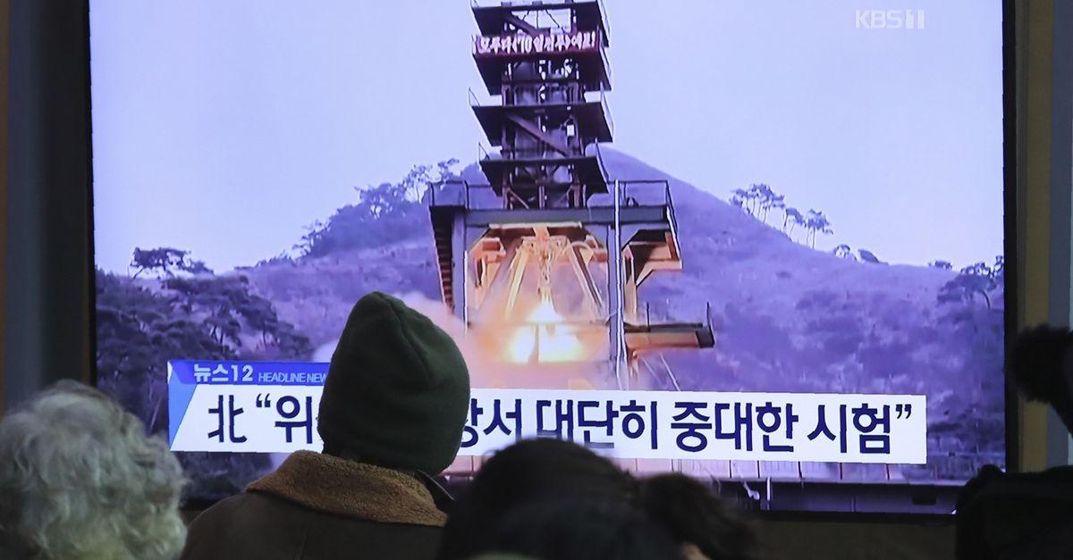 """Šiaurės Korėja atliko dar vieną """"ypač svarbų"""" bandymą kosminių raketų komplekse"""