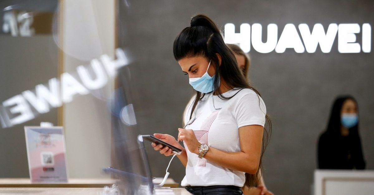 """NKSC: Lietuvoje parduodami """"Huawei"""" ir """"Xiaomi"""" telefonai kelia kibernetinio saugumo rizikų - Verslo žinios"""