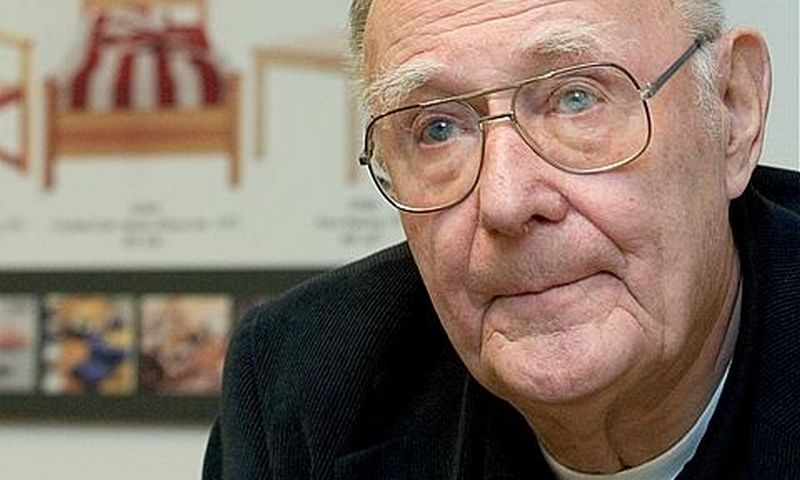 Ingvaras Kampradas, Švedijos baldų prekybos koncerno IKEA vadovas bei steigėjas.