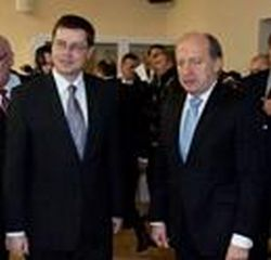 Buvęs Lietuvos ministras pirmininkas Andrius Kubilius (dešinėje) ir Latvijos premjeras Valdis Dombrovskis.