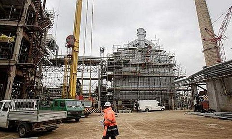 """Naftos perdirbimo įmonės akcinės bendrovės """"ORLEN Lietuva"""" naftos produktų gamykla Mažeikių rajone."""