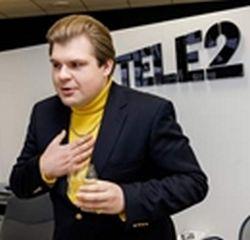 """Kristijonas Bartosevičius, telekomunikacijų UAB """"Bitė Lietuva"""" reklamose vaidinantis dešras be mėsos gaminančios """"Mėslitos"""" direktorių Saulių Pošką, vasarį nekviestas atvyko į UAB """"Tele2"""" žiniasklaidai surengtą spaudos konferenciją."""
