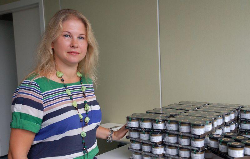 Asta Vaitkevičienė, UAB Apiterapijos centro vadovė, džiaugiasi, kad atgaivinus verslą pavyko išsaugoti ir darbuotojus. Indrės Sesartės (VŽ) nuotr.