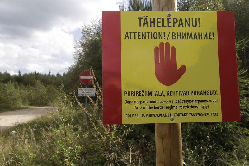 """Estijos pasieniečiai 2018 m. pradės tverti daugiau nei 2 m. aukščio tvorą pasienyje su Rusija. Intso Kalninso (""""Reuters"""" / """"Scanpix"""") nuotr."""