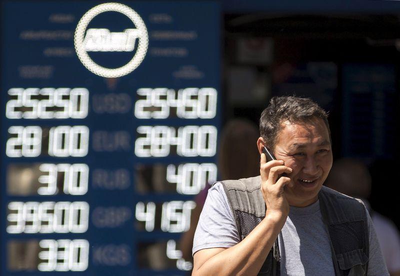 """Kazachstanas, ilgą laiką sparčiai augusi Vidurio Azijos ekonomika, šiemet pajuto žemų naftos kainų smūgį. Pavelo Mikchejevo (""""Reuters"""" / """"Scanpix"""") nuotr."""
