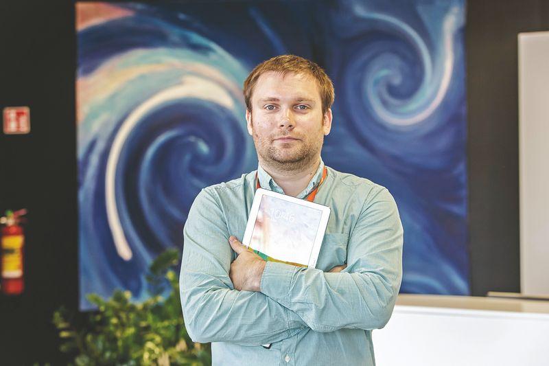 """Mindaugas Kežionis, """"Tele2"""" Produktų skyriaus vadovas, 5G ryšio poreikį aiškina paprastai: kuo daugiau prie interneto prijungtų įrenginių, – tuo lėtesnis ryšys ir mažesnis rinkų pralaidumas. O prijungtų įrenginių daugėja žaibo greičiu. VLADIMIRO IVANOVO (VŽ) NUOTR."""