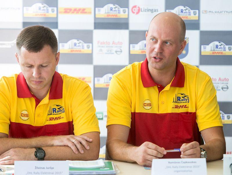 Žilvinas Juršys (kairėje) ir Ramūnas Čapkauskas – ilgamečiai automobilių sporto dalyviai – ne kartą stebėjo pačius įvairiausius ralius, todėl tikina, kad žino, ko reikia geram raliui. Juditos Grigelytės (VŽ) nuotr.