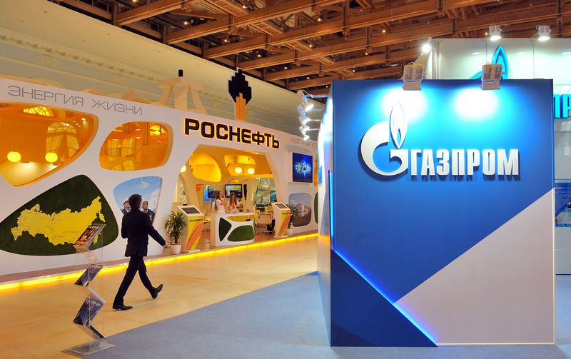 """""""Rosneft"""" ir """"Gazprom"""" vardija susitarimus su Kinijos bendrovėmis, tačiau ekspertai sako, kad dauguma jų – ketinimų protokolai, nebūtinai virsiantys sutartimis. Ruslano Krivoboko (""""RIA Novosti"""" / """"Scanpix"""") nuotr."""
