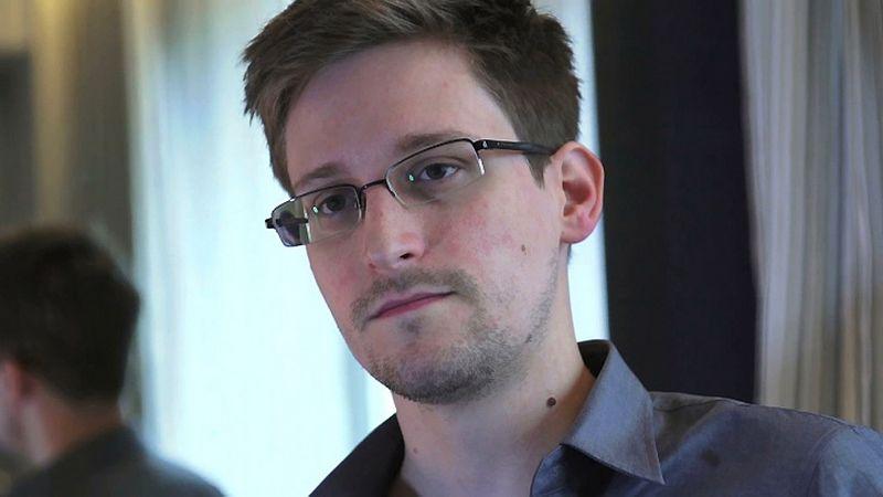 "Buvęs NSA darbuotojas Edwardas Snowdenas. Glenno Greenwaldo/Lauros Poitras (""Reuters"" / ""Scanpix"") nuotr."