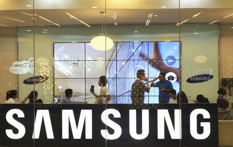 """Iki šiol """"Samsung"""" netaupė, štai 2013 m. rinkodarai ir reklamai ji išleido 14 mlrd. USD.  Beawiharta (""""Reuters"""" / """"Scanpix"""") nuotr."""