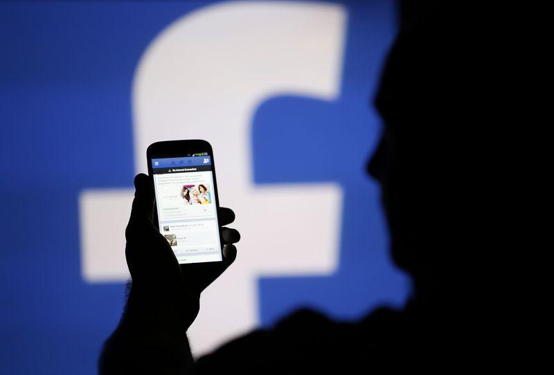 """""""Facebook"""" naujovės leis įmonėms savo prekes ir paslaugas parduoti paprasčiau. Dado Ruvic (""""Reuters"""" / """"Scanpix"""") nuotr."""