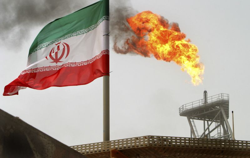 """Tikimasi, kad pasiekus užsienio investicijoms, Irano naftos sektoriaus renesansas kilstelės visą šalies ekonomiką. RAHEBO HOMAVANDI (""""REUTERS"""" / """"SCANPIX"""") NUOTR."""