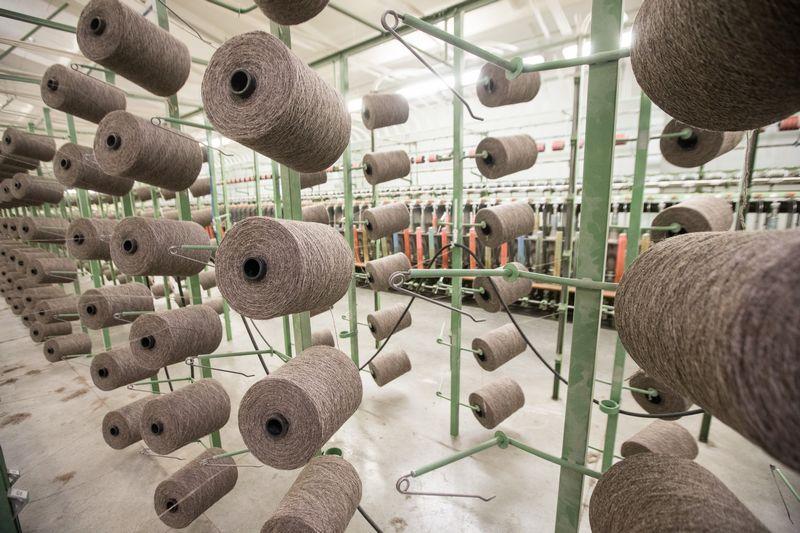 1995 m. siuvimo ir tekstilės įmonės sukūrė 3,3% BVP (to meto kainomis), 2013 m.  – 1,57%. Juditos Grigelytės (VŽ) nuotr.