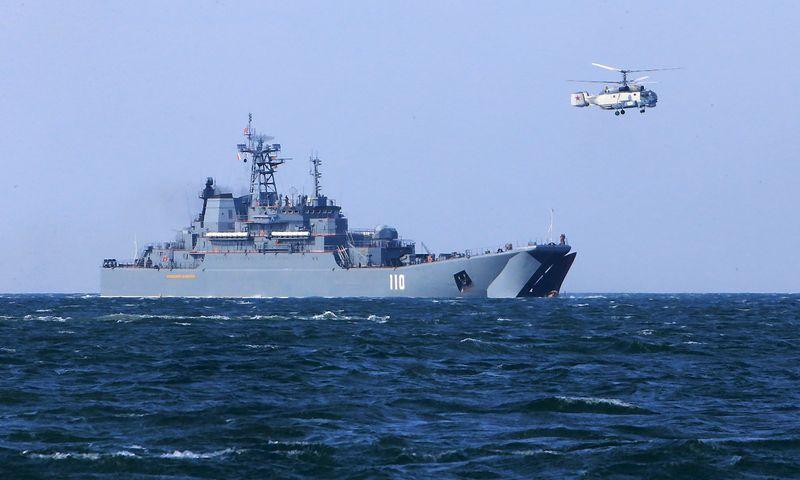 """Rusijos laivas """"Aleksandras Šabalinas"""" pratybose Baltijos jūroje. Igorio Zarembos (""""RIA Novosti"""" / """"Scanpix"""") nuotr."""