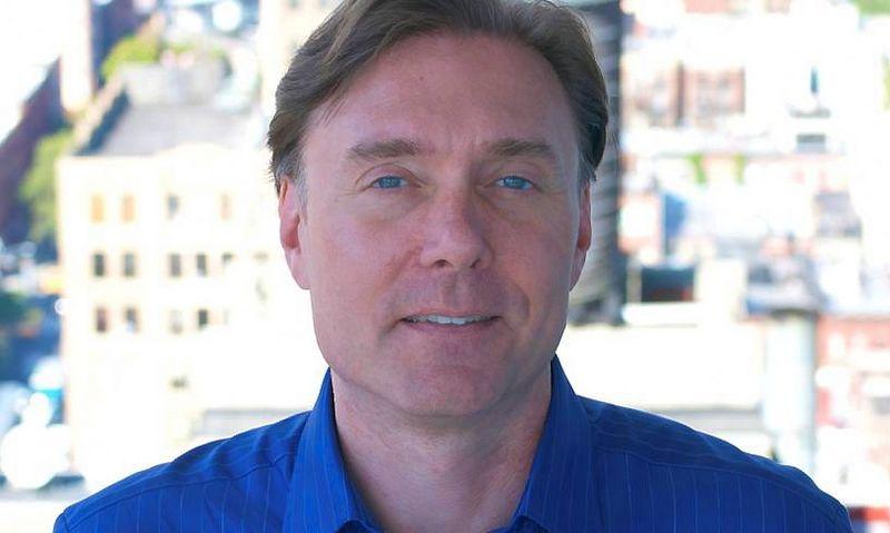 """Bobas Knorppas, gausybę įvairių apdovanojimų pelniusios rinkodaros tinklalaidės """"The BeanCast Marketing Podcast"""" autorius, verslo naujienų kanalo """"FOX Business"""" apžvalgininkas ir konsultacijų bendrovės """"The Cool Beans Group"""" vadovas."""