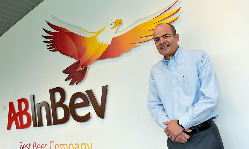 Carlos Brito, chief executive of Anheuser-Busch InBev, poses for photographer prior to a news conference in Leuven in this file photo from February 26, 2015. Anheuser-Busch InBev has approached rival SABMiller about a takeover that would form a brewing colossus which makes around a third of the beer consumed globally.      Eric Vidal (Reuters / Scanpix)