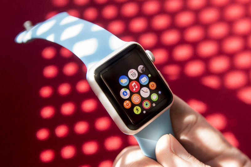 """IDC prognozuoja, kad """"Apple"""" šiais metais parduos net 13,9 mln. laikrodžių ir užims 58% išmaniųjų dėvimų įrenginių rinkos.  Vladimiro Ivanovo (VŽ) nuotr."""