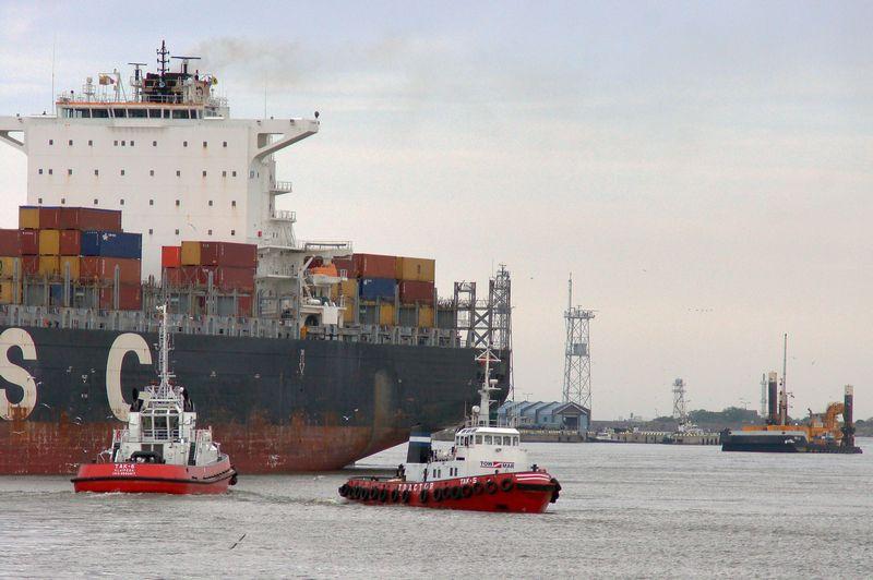 Birželio pradžioje į Klaipėdą atplaukęs 324,8 m ilgio vandenynų laivas buvo vienas ilgiausių uosto istorijoje. Pasiekus 17 m gylį, bus galima priimti daugiau didžiųjų laivų. ALGIMANTO KALVAIČIO NUOTR.
