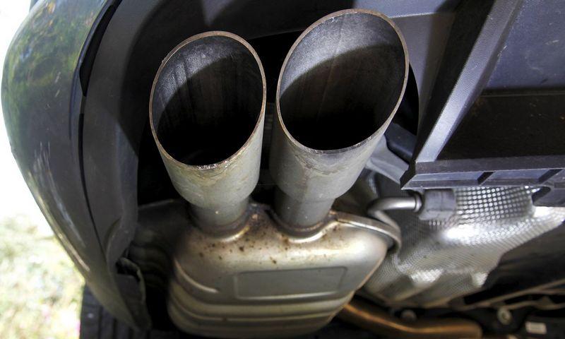 """Turbodyzelinio variklio išmetimo sistema. Malo Langsdono (""""Reuters"""" / """"Scanpix"""") nuotr."""