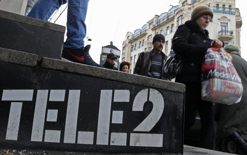 """Portalo """"Mobile World Live"""" analitikų teigimu, prie """"Vimpelcom"""" sprendimo optimizuoti veiklą Rusijoje prisidėjo ir spalį planuojamas """"Tele2"""" – ketvirto pagal dydį ryšio rinkos dalyvio Rusijoje – žygis į Maskvos rinką.  Aleksandro Demiančiuko (""""Reuters"""" / """"Scanpix"""") nuotr."""