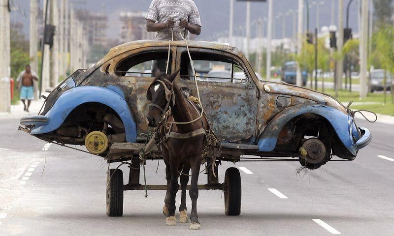 """""""Volkswagen"""" atvejis turėtų tapti pamoka ne tik automobilių gamintojams. Bruno Domingoso (""""Reuters"""" / """"Scanpix"""") nuotr."""