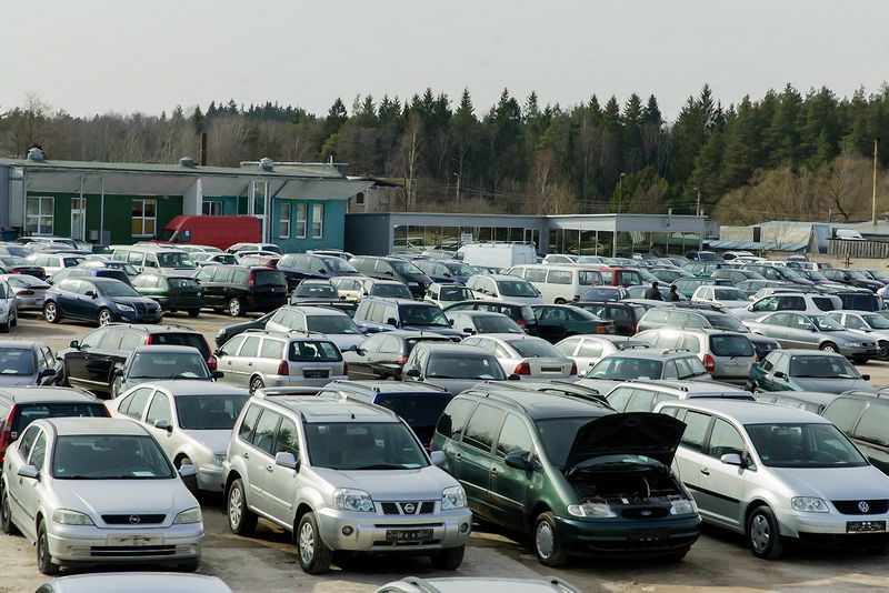 2014 03 21. Automobilių turgus Utenoje. Vladimiro Ivanovo nuotr.