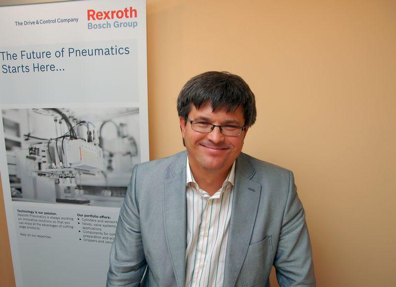 """Renatas Petronis, UAB """"Techvitas"""" direktorius, sako, kad pramonė vis daugiau dėmesio skiria gamybai modernizuoti ir automatizuoti, todėl ateityje užsakymų tik daugės.  ALGIMANTO KALVAIČIO (VŽ) NUOTR."""