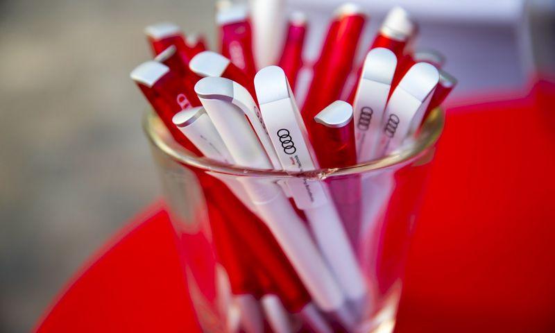 Populiariausios verslo dovanos Lietuvoje – tušinukai, puodeliai, USB laikmenos ir kiti daiktai su įmonės logotipu. Vladimiro Ivanovo (VŽ) nuotr.