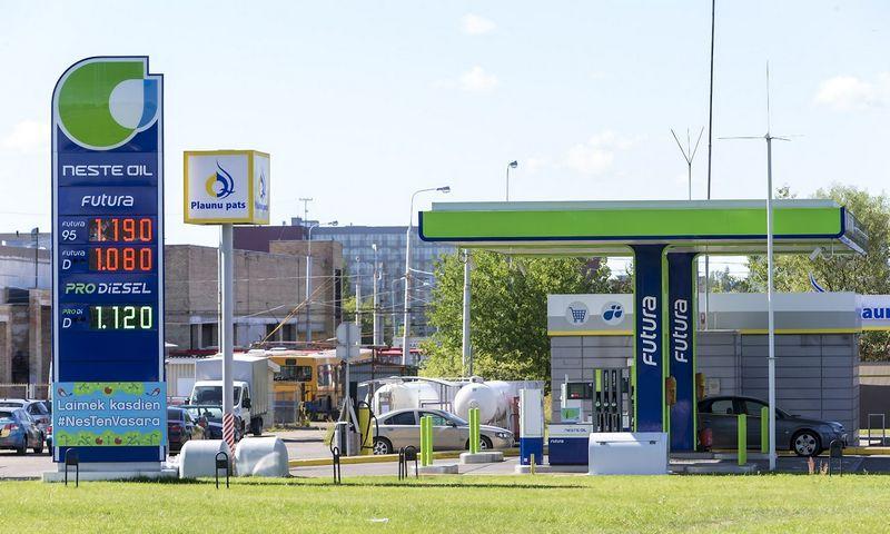 """2015 08 13. """"Neste Oil"""" degalinė Viršuliškių minrorajone Vilniuje. Vladimiro Ivanovo (VŽ) nuotr."""