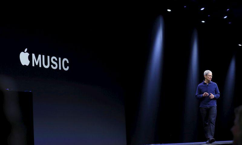 """""""Apple"""" generalinio direktoriaus Timo Cooko sprendimas paskelbti apie savo homoseksualumą neatsitiktinis. """"Reuters"""" nuotr."""