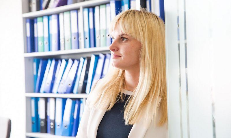 """Laura Noreikienė, audito, mokesčių ir teisės paslaugų, finansų konsultacijų įmonės UAB """"Deloitte Lietuva"""" Mokesčių ir teisės departamento vyresnioji konsultantė. Juditos Grigelytės (VŽ) nuotr."""