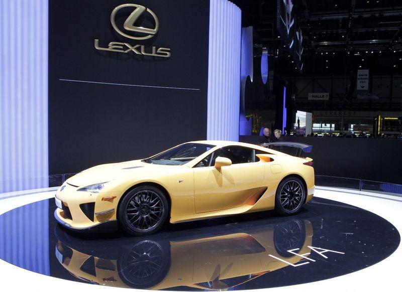 """Lexus LFA"" – Japonijos gamintojo sukurtas automobilis, inspiravęs BMW bendradarbiauti su ""Lexus"". Deniso Balibouse (""Reuters"" / ""Scanpix"") nuotr."