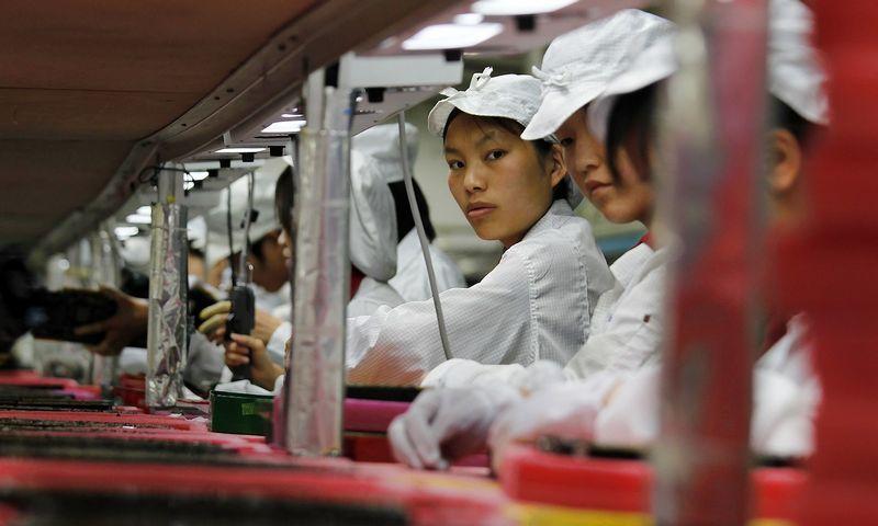 """Ekonomistams abejonių kelia tiek oficialūs Kinijos gamybos sektoriaus rodikliai, tiek vyriausybės duomenys apie nedarbą ar BVP.  Bobby Yipo (""""Reuters"""" / """"Scanpix"""") nuotr."""