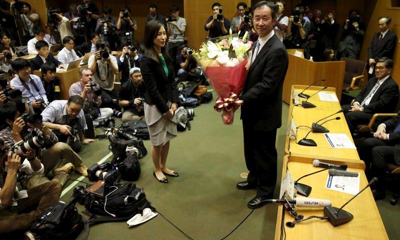 """Takaaki Kajita, vienas iš šiųmetinių Nobelio fizikos premijos laureatų. Issei Kato (""""Reuters"""" / """"Scanpix"""") nuotr."""