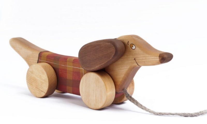 """""""Draugiški žaislai"""" gamina keliasdešimties rūšių medinių žaislų. """"Draugiškų žaislų"""" nuotr."""
