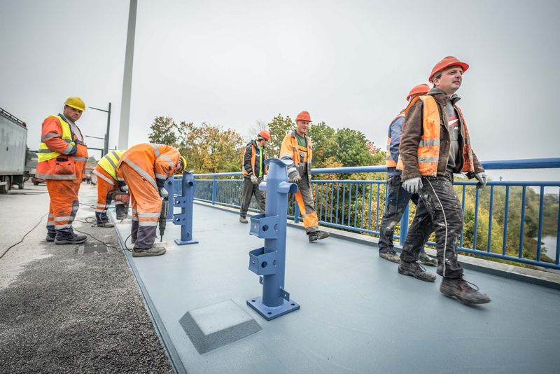 """Panemunės tilto rekonstrukcijos darbus atliekanti AB """"Kauno tiltai"""" užtikrino, jog iki spalio 30 d. spės pabaigti visus darbus. Bendrovės nuotr."""