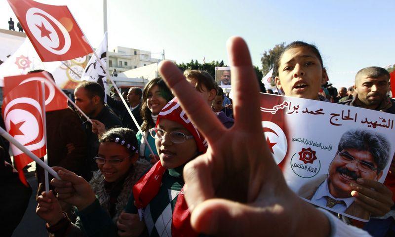 """2013 m. Tunisas mini Jzminų revoliucijos antrąsias metines.  (""""Reuters"""" / """"Scanpix"""") nuotr."""
