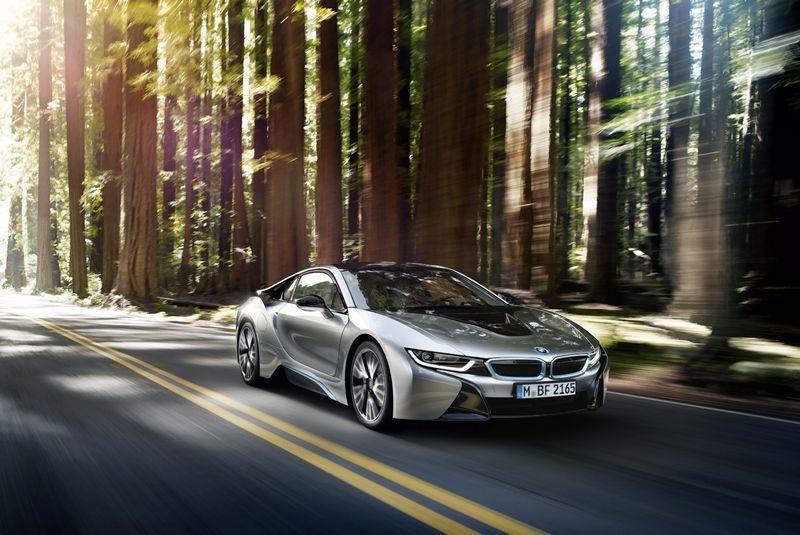 """""""i8"""" demonstruoja visas inovacijas, sumanytas protingiausių BMW koncerno galvų. Gamintojo nuotr."""