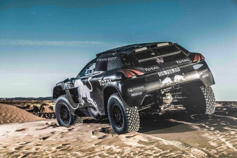 """""""Peugeot"""" pristatytas Dakaro ralio bolidas. Gamintojo nuotr."""