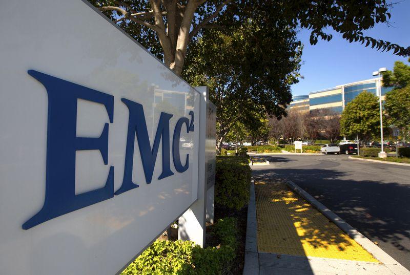 """EMC 60 dienų gali ieškoti geresnių pasiūlymų. (""""Scanpix""""/""""Reuters"""") nuotr."""