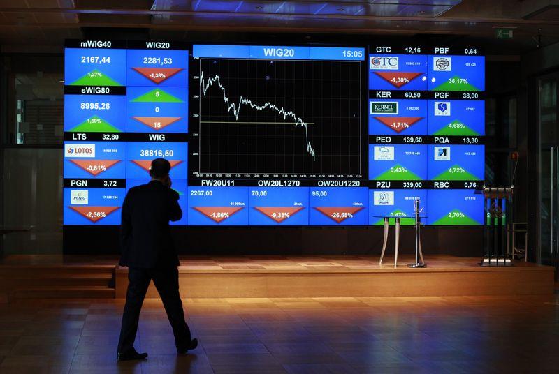 """Varšuvos vertybinių popierių birža.  Kacpero Pempelio (""""Scanpix""""/""""Reuters"""") nuotr."""