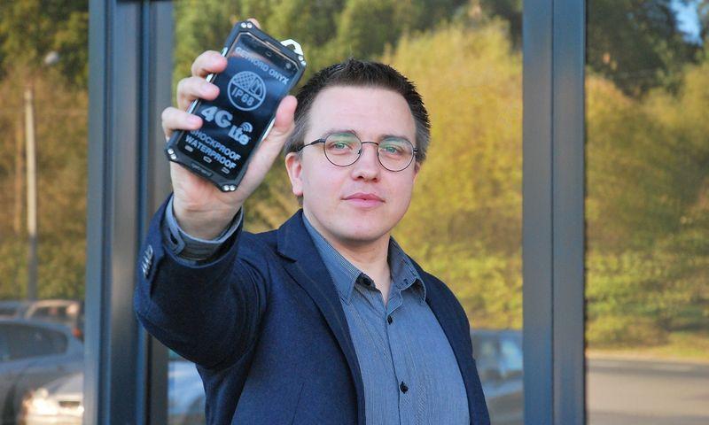 """Albertas Židonis, išmaniuosius telefonus """"Getnord"""" gaminančios UAB """"Redlainas"""" direktorius. Dariaus Versecko (VŽ) nuotr."""