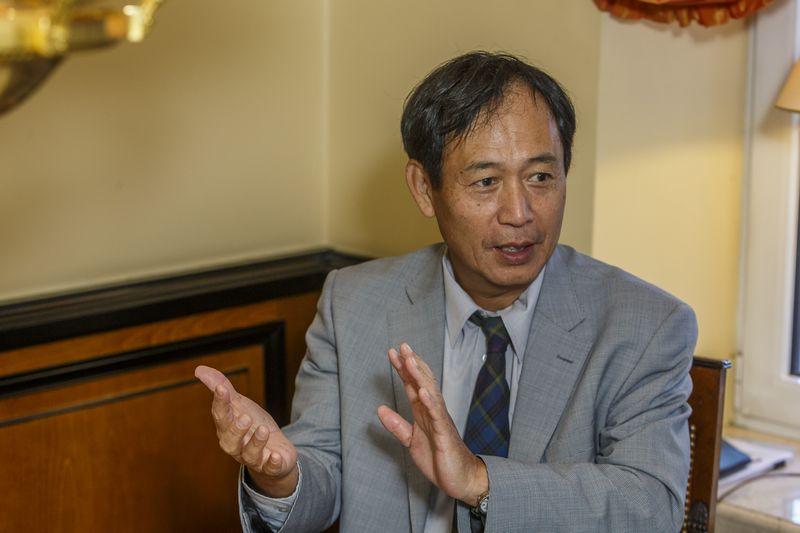 """""""Japonijos investuotojams turi būti aišku, kokia linkme jūs judate, tada jie domėsis investavimo galimybėmis"""", – pabrėžia Toyoei Shigeeda, Japonijos ambasadorius. Vladimiro Ivanovo (VŽ) nuotr."""