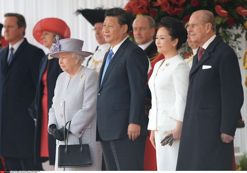 Queen Elizabeth ll and Prince Philip, Duke of Edinburgh stand with the President of China Mr Xi Jinping and Madame Peng Liyuan during a ceremonial welcome at Horse Guards Parade in London on October 20, 2015.  Anwar Hussein/SIPA