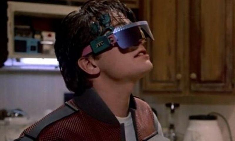 """Kadras iš filmo """"Atgal į ateitį 2""""."""