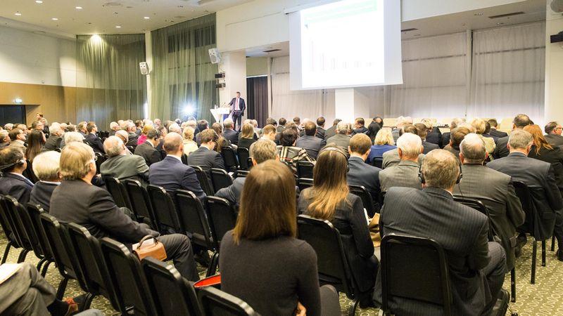 Kad vietos verslas ir užsienio korporacijos plėstųsi, Lietuvoje pramonininkų nuomone, reikia visai nedaug: pasiekti, kad toliau būtų mažinama biurokratinė našta, darbo santykių reglamentavimas Lietuvoje atitiktų XXI a. iššūkius, o plyno lauko investuotojams būtų užtikrintos konkurencingos energijos išteklių kainos.  Juditos Grigelytės (VŽ) nuotr.