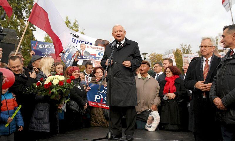 """Jaroslawas Kaczynskis, partijos """"Teisė ir teisingumas"""" lyderis. Jakubo Orzechowskio (""""Reuters"""" / """"Scanpix"""") nuotr."""