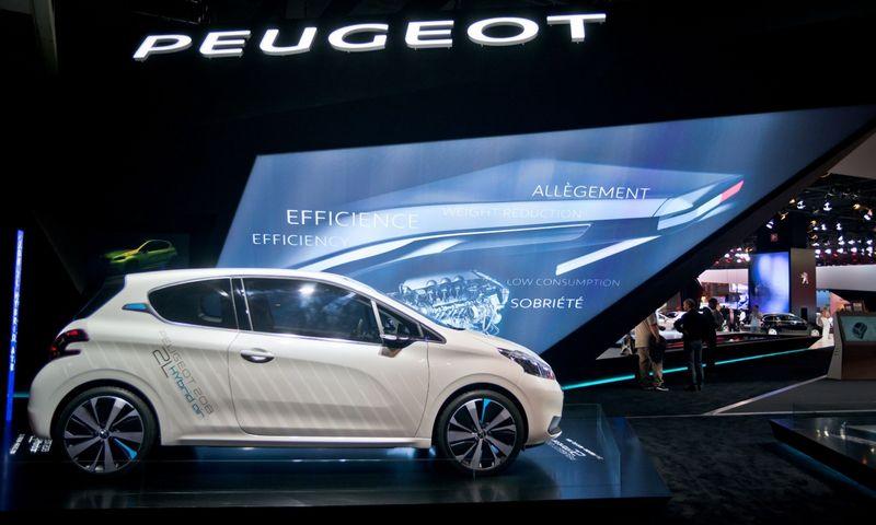 """""""Peugeot Citroen"""" teigia niekada nesukčiavusi dėl taršos emisijų, priešingai nei konkurentė """"Volkswagen"""". Nicolas Messyaszo (""""Sipa Press / """"Scanpix"""") nuotr."""