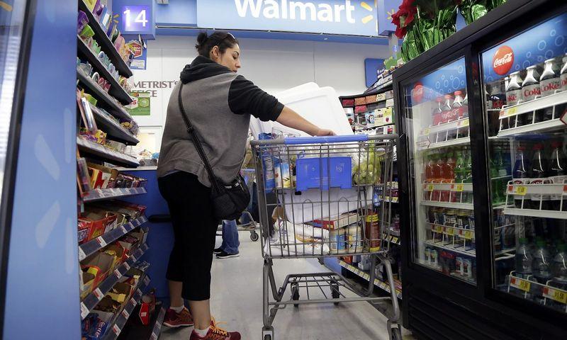 """Wal-Mart"" parduotuvė. Jonathano Alcorno (""Scanpix""/""Reuters"") nuotr."