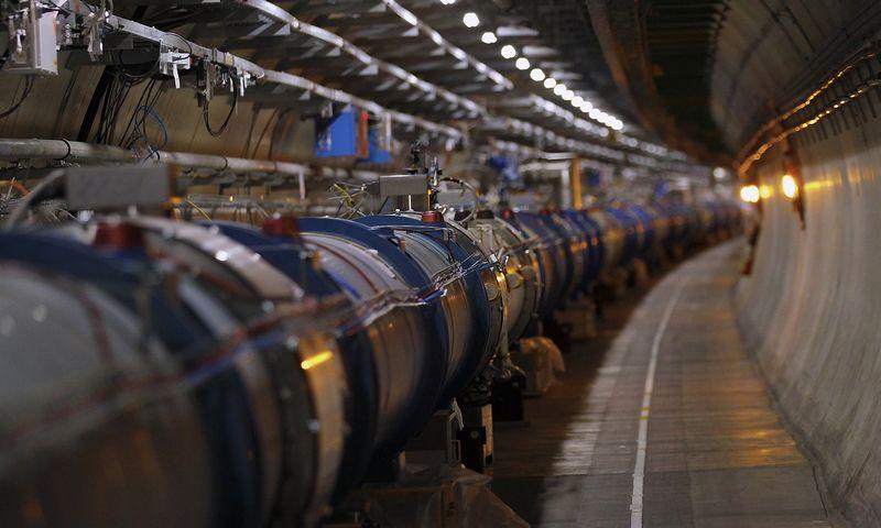 """CERN dydis hadronų greitintuvas. Deniso Balibouse'o (""""Reuters"""" / """"Scanpix"""") nuotr."""